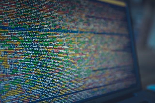 Eine Sicherungskopie im modernen Datencenter (einen externen Server) ist gegen Hackerangriffe sehr gut gesichert. Doch leider ist kein Computer gegen Hackerübergriffe 100 % gesichert.