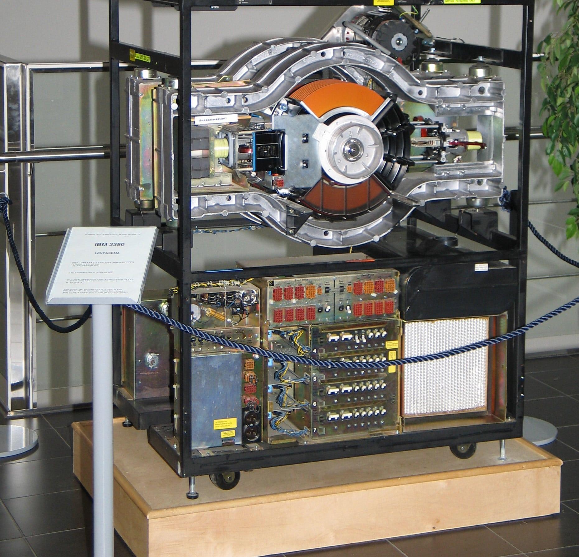 IBM 3380, den første gigabyte